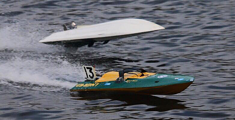 Robert's 7.5cc boat (Bottom)