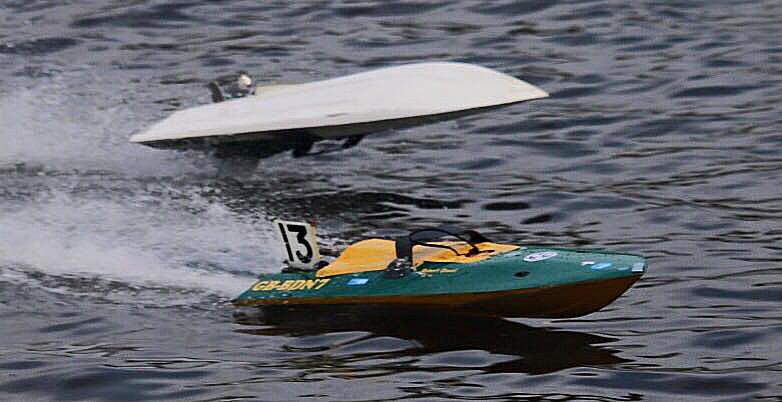Robert's 7.5cc boat (Bottom)
